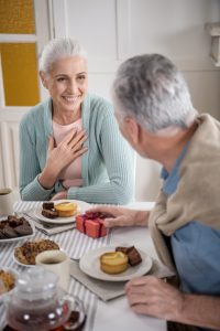 Sitting face to face makes it easier to have a conversation with someone who has hearing loss.